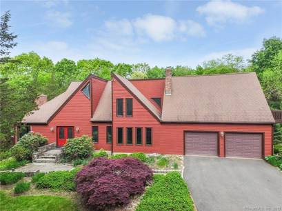 Single Family Home Sold in Newtown CT 06470. Contemporary, colonial house near waterfront with swimming pool and 2 car garage.