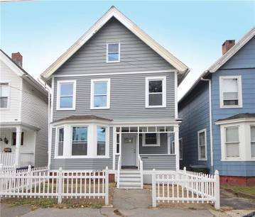 Single Family Home Sold in Bridgeport CT 06604. Old colonial house near beach side waterfront.