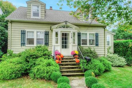 Single Family Home Sold in Fairfield CT 06825. Old  cape cod house near beach side waterfront.