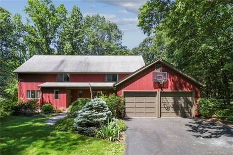 Single Family Home Sold in Easton CT 06612. Contemporary, colonial house near waterfront with 2 car garage.