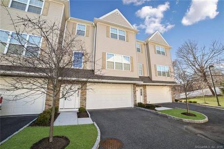 Condo Home Sold in Danbury CT 06811.  townhouse near waterfront with 2 car garage.