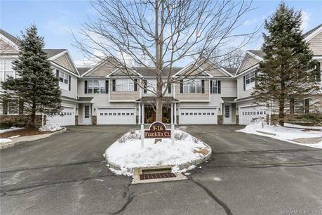Condo Home Sold in Newtown CT 06470. Ranch house near waterfront with swimming pool and 2 car garage.