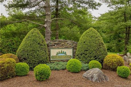 Condo Home For Sale in Monroe CT 06468.  townhouse near lake side waterfront with swimming pool and 1 car garage.