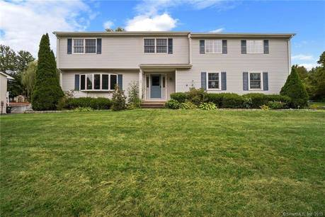 Foreclosure: Single Family Home Sold in Bethel CT 06801. Colonial house near waterfront with 2 car garage.
