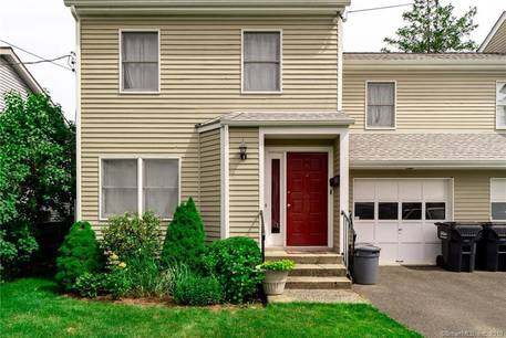 Condo Home For Rent in Greenwich CT 06807. Colonial house near waterfront with 1 car garage.