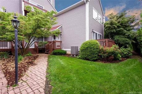Condo Home For Sale in Stamford CT 06907.  townhouse near waterfront.
