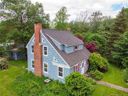 Single Family Home Sold in Ridgefield CT 06877. Old colonial house near waterfront with 3 car garage.