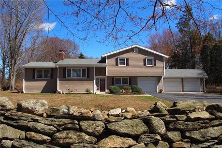 Single Family Home Sold in Trumbull CT 06611.  house near waterfront with 3 car garage.