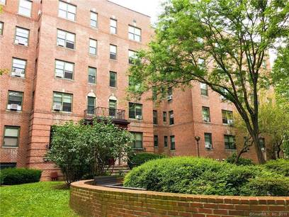 Multi Family Home For Rent in Stamford CT 06905. Ranch house near waterfront.