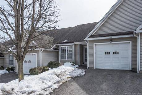 Condo Home Sold in Newtown CT 06482. Ranch townhouse near waterfront with 1 car garage.