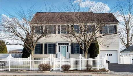 Single Family Home Sold in New Canaan CT 06840. Colonial house near waterfront with 1 car garage.