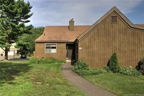 Condo Home For Sale in Stratford CT 06614. Ranch house near waterfront with swimming pool and 1 car garage.
