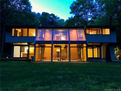 Single Family Home Sold in Ridgefield CT 06877. Contemporary house near waterfront with 2 car garage.