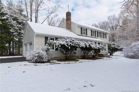 Single Family Home For Rent in Fairfield CT 06824. Colonial house near waterfront with 2 car garage.