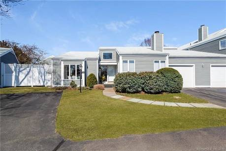 Condo Home Sold in Fairfield CT 06824. Ranch house near waterfront with swimming pool and 1 car garage.