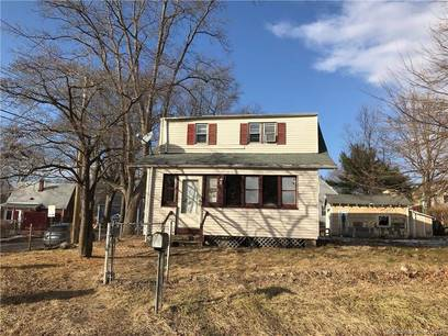 Foreclosure: Short Sale: Single Family Home Sold in Bridgeport CT 06606. Old  cape cod house near waterfront with 1 car garage.