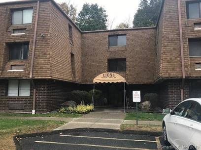 Short Sale: Condo Home Sold in Danbury CT 06810. Ranch house near waterfront with swimming pool.