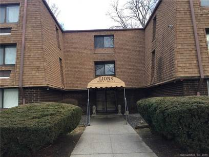 Condo Home For Rent in Danbury CT 06810. Ranch house near waterfront with swimming pool.