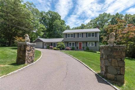 Single Family Home Sold in Fairfield CT 06825. Colonial house near beach side waterfront with swimming pool and 2 car garage.