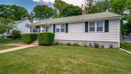 Single Family Home Sold in Bridgeport CT 06606. Ranch house near lake side waterfront with 1 car garage.