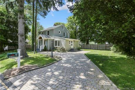 Single Family Home Sold in Fairfield CT 06825. Colonial house near beach side waterfront.