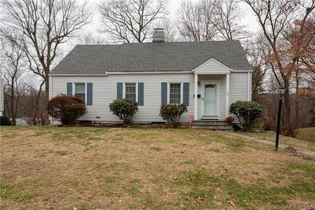Single Family Home For Sale in Stamford CT 06905. Ranch house near waterfront with 1 car garage.