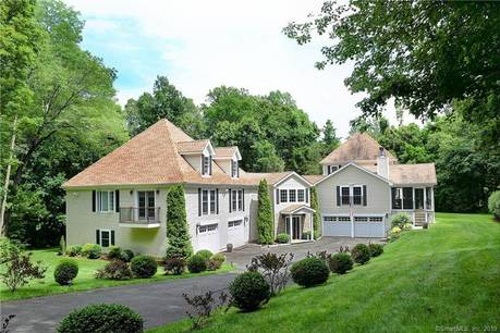 Single Family Home Sold in New Canaan CT 06840. Colonial house near waterfront with 6 car garage.