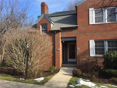 Condo Home Sold in Fairfield CT 06825. Ranch house near waterfront with swimming pool and 1 car garage.