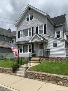 Multi Family Home For Rent in Norwalk CT 06855. Old colonial house near waterfront.