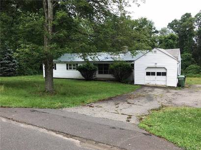 Foreclosure: Single Family Home Sold in New Fairfield CT 06812. Ranch house near waterfront with 1 car garage.