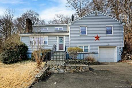 Single Family Home Sold in Norwalk CT 06850. Colonial house near beach side waterfront with swimming pool and 1 car garage.