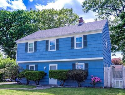 Single Family Home Sold in Norwalk CT 06850. Colonial house near beach side waterfront.