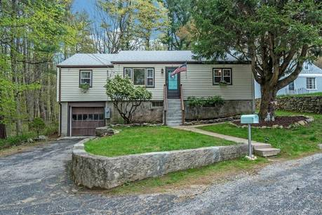 Single Family Home Sold in Monroe CT 06468. Ranch house near waterfront with 1 car garage.