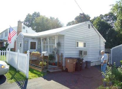 Single Family Home Sold in Stamford CT 06902. Ranch house near beach side waterfront with swimming pool and 1 car garage.