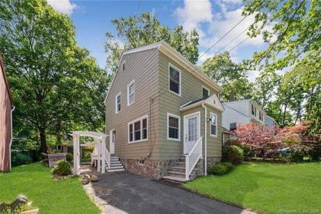 Single Family Home Sold in Norwalk CT 06850. Old colonial house near waterfront.