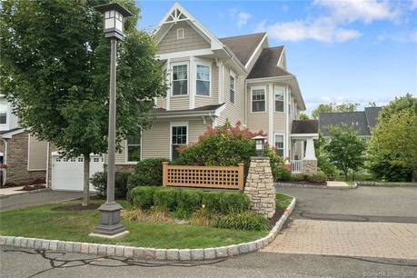 Foreclosure: Condo Home Sold in Danbury CT 06810.  townhouse near waterfront with swimming pool and 2 car garage.