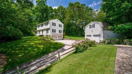 Single Family Home Sold in Redding CT 06896. Colonial house near waterfront with swimming pool and 5 car garage.