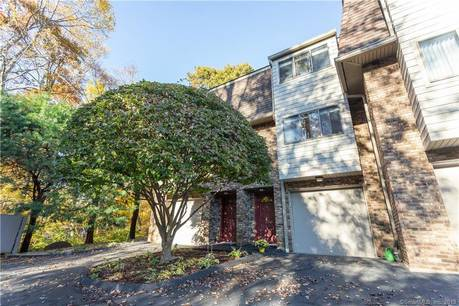 Condo Home For Sale in Norwalk CT 06850.  townhouse near waterfront with 1 car garage.