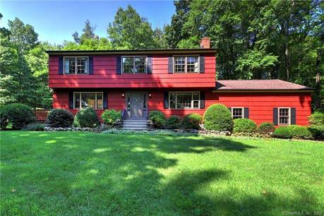 Single Family Home Sold in Monroe CT 06468. Colonial house near waterfront with 2 car garage.