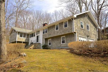 Foreclosure: Single Family Home Sold in Stamford CT 06903. Ranch house near waterfront with swimming pool and 2 car garage.