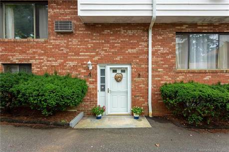 Condo Home Sold in Stamford CT 06907.  townhouse near beach side waterfront.