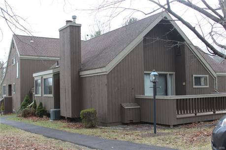 Condo Home Sold in Stratford CT 06614. Ranch house near waterfront with swimming pool and 1 car garage.