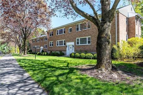 Condo Home Sold in New Canaan CT 06840.  house near waterfront with swimming pool.