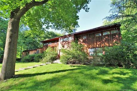Foreclosure: Single Family Home Sold in Stamford CT 06903. Contemporary, colonial house near lake side waterfront with 2 car garage.