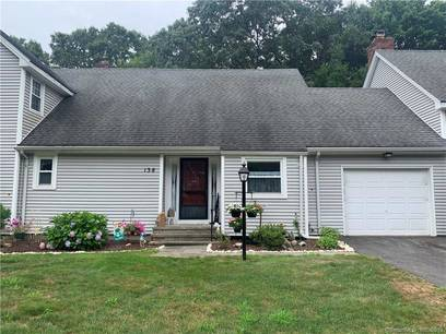 Condo Home Sold in Shelton CT 06484. Ranch house near waterfront with swimming pool and 1 car garage.