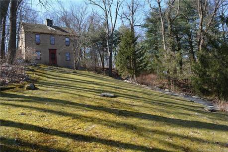 Foreclosure: Single Family Home For Sale in Redding CT 06896. Colonial saltbox house near waterfront with 2 car garage.