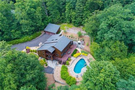 Single Family Home Sold in Shelton CT 06484. Contemporary house near waterfront with swimming pool and 5 car garage.
