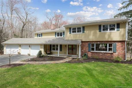 Single Family Home Sold in Danbury CT 06811. Colonial house near waterfront with 3 car garage.