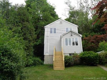 Foreclosure: Single Family Home Sold in New Fairfield CT 06812.  house near waterfront.