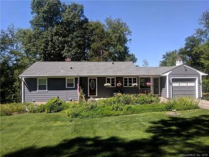 Single Family Home Sold in Brookfield CT 06804. Ranch house near waterfront with swimming pool and 1 car garage.